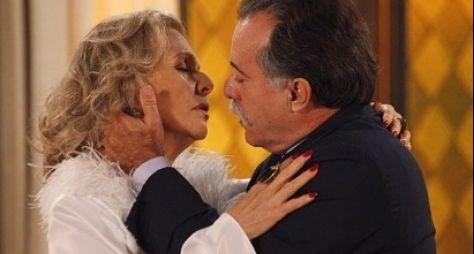 """Na última semana de """"Guerra"""", Charlô beija Otávio"""