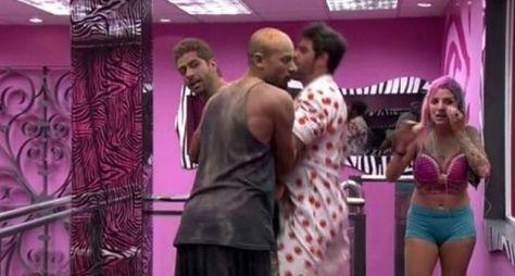 Marcelo quebra regras e pode ser expulso do BBB14