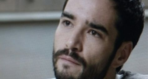 Império: José Pedro se recusa a sair de casa