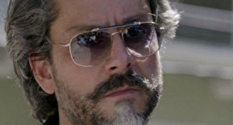 Império: José Alfredo investiga Maurílio
