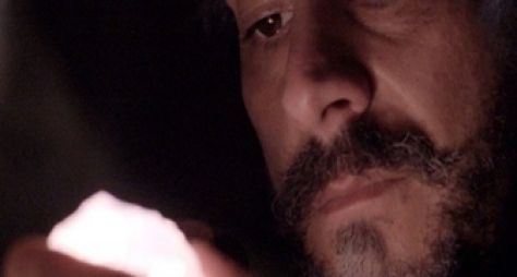 Império: José Alfredo surta ao descobrir o roubo do diamante rosa