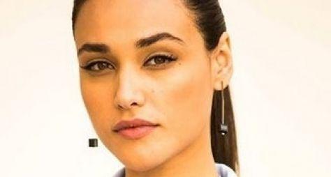 Débora Nascimento dará vida a secretária sensual em Alto Astral