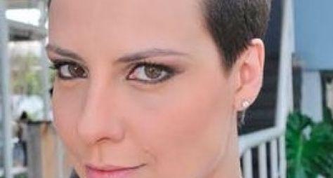 Camila Rodrigues raspa o cabelo para novela bíblica
