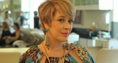 Claudia Raia corta os cabelos para Alto Astral