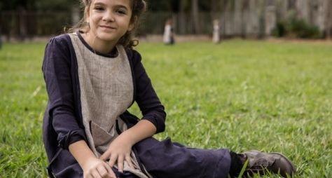 Além do Tempo: Mel Maia vive personagem que vai tirar o sossego da mãe