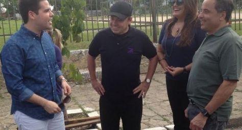 Gugu arma pegadinha para Luiz Bacci
