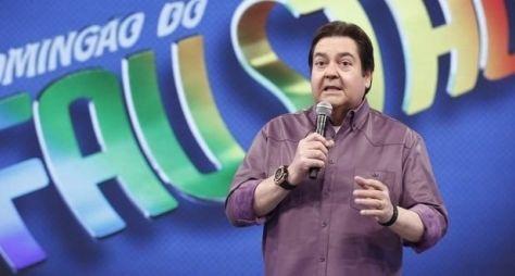 Faustão diz ao vivo que assiste Silvio Santos no SBT