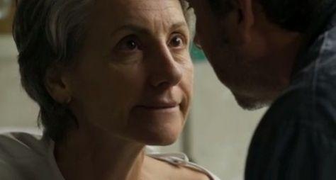 """""""Eu me olho e penso que tenho 400 anos"""", diz Cássia Kis"""