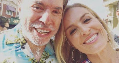 Angélica encerra gravações do Estrelas na Disney e encontra Sílvio Santos