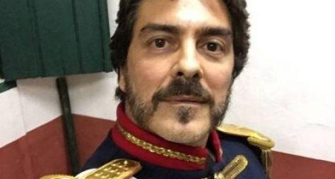"""""""Daqui a pouco vão mudar o nome da novela para Escrava Avó"""", diz Junno Andrade"""