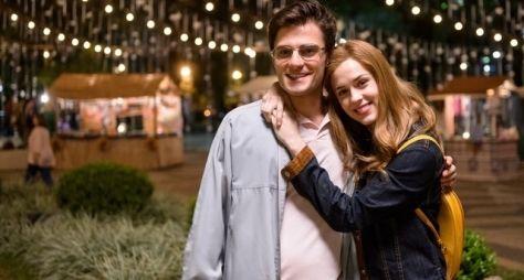 A Lei do Amor: Hugo Bonemer e Sophia Abrahão vivem casal na primeira fase