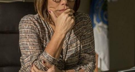 Glória Pires é a protagonista da série Segredos de Justiça