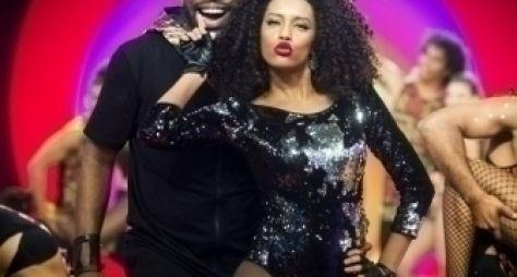 Regina Casé esquenta Salvador com Sorriso Maroto