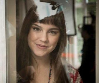 Reviravolta em A Lei do Amor: Isabela foi trocada na maternidade