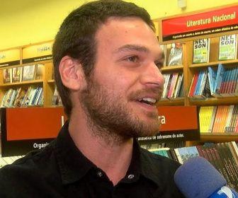 Emilio Dantas comenta sucesso de personagem em A Força do Querer