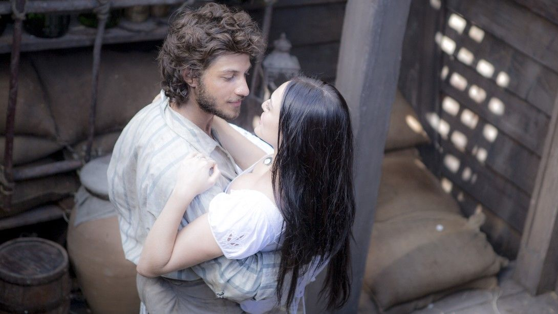 Chay Suede e Isabelle Drummond em cena de Novo Mundo. Foto: Globo