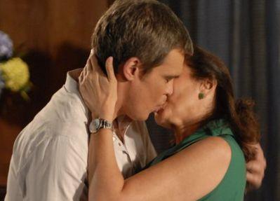 "René se declara e beija Griselda em ""Fina Estampa"""