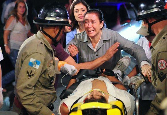 Fina Estampa: Antenor sofre acidente de carro