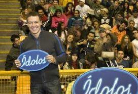 Rodrigo Faro socorre candidato com ataque epilético durante gravação do programa Ídolos