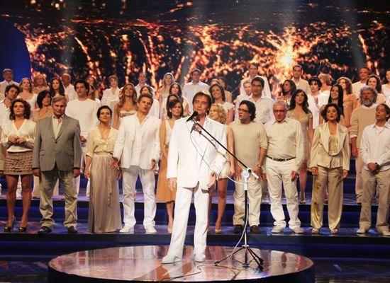 Roberto Carlos e elenco da Globo gravam campanha de fim de ano