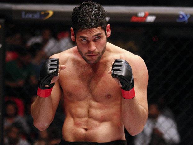 """'É puxado', diz Dudu Azevedo sobre treinamento para viver lutador de MMA em """"Fina Estampa"""""""