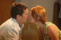 Chamas da Vida: Guilherme e Michele se beijam