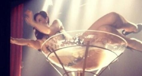 "Claudia Raia faz stripper no último capítulo de ""Salve Jorge"""