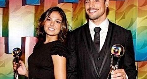 Globo escala Cauã Reymond e Ísis Valverde para novo seriado