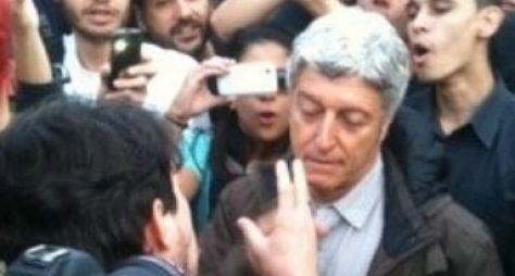 Jornalista da Globo é hostilizado por manifestantes em SP