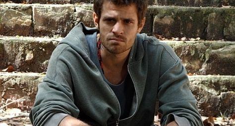 """Alejandro Claveaux entra em """"Sangue Bom"""""""