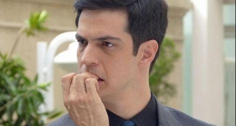 """Desmascarado, Félix pede ajuda a Márcia em """"Amor à Vida"""""""