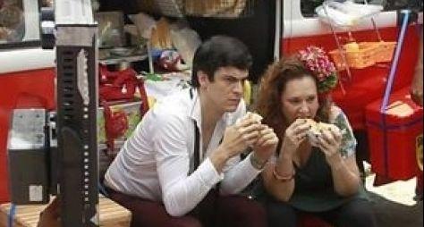 """Mateus Solano grava cena de Félix vendendo hot dog em """"Amor à Vida"""""""
