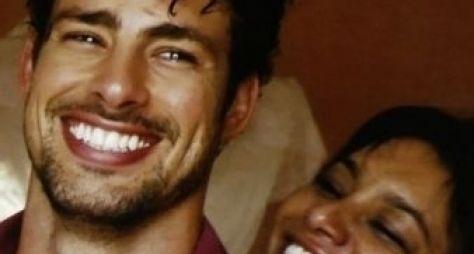 Cauã Reymond e Dira Paes comentam cenas sensuais de Amores Roubados