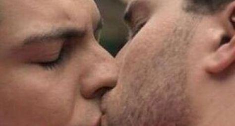 Pastor baiano processa Globo por beijo entre homens em Amor à Vida