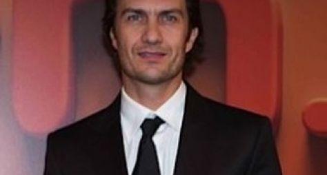 Momentos Em Família: Protagonista pede desculpas e diretor é afastado