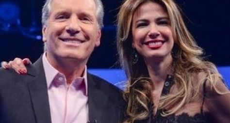 Roberto Justus recebe Luciana Gimenez na Record