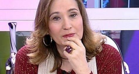 Geraldo Luís recebe Sonia Abrão no palco do Domingo Show