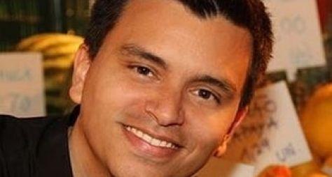 Gustavo Reiz renova contrato com a Record