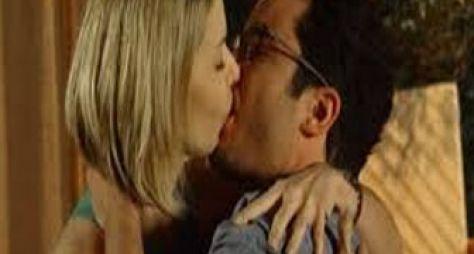 Em Família: Silvia transa com Felipe