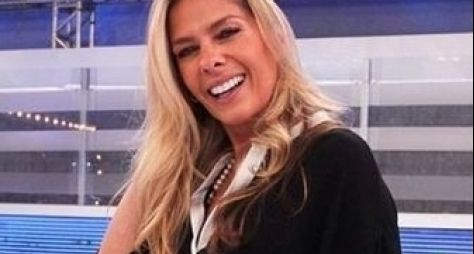 Adriane Galisteu ou Giselle Itié deve reforçar time do Hoje em Dia