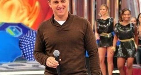 Luciano Huck se irrita com plateia durante gravação do Caldeirão