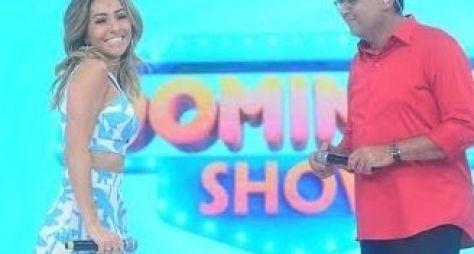 Geraldo Luís recebe Sabrina Sato no Domingo Show