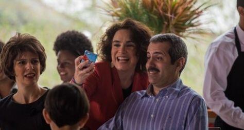Regina Duarte grava Tá no Ar: a TV na TV