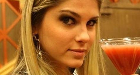 Bárbara Evans grava cenas sensuais com Cauã Reymond em série da Globo