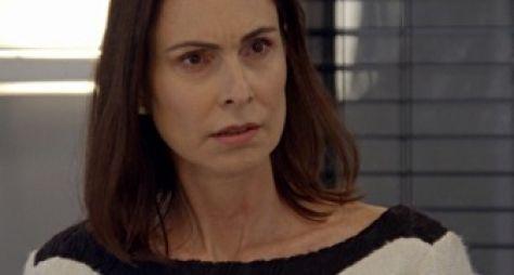 Alto Astral: Úrsula demite Laura