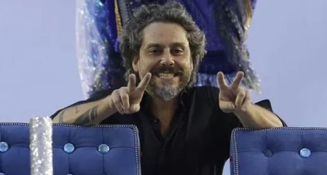 """""""Estou vivendo o hoje"""", diz Alexandre Nero sobre convite para Favela Chique"""