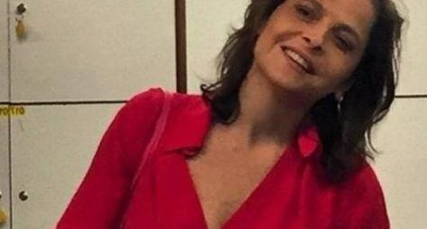 Drica Moraes visita elenco de Império