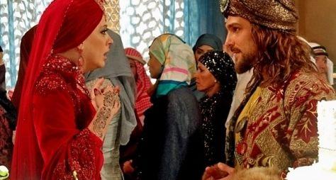 Alto Astral: Mohammed prepara festa para casar com Samantha