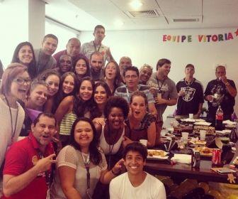 Elenco de Vitória reunido em confraternização. Foto: Reprodução/Instagram
