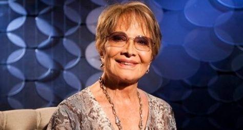 Glória Menezes recebe homenagem pelos 55 anos de carreira